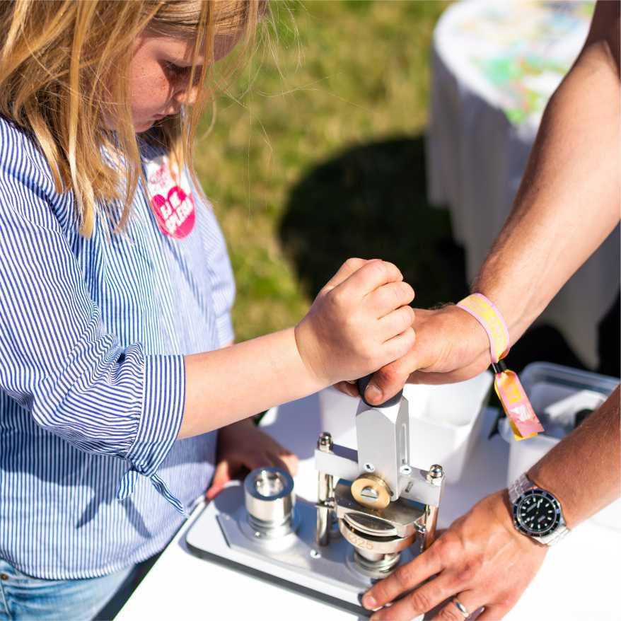 barn lager buttons på workshop
