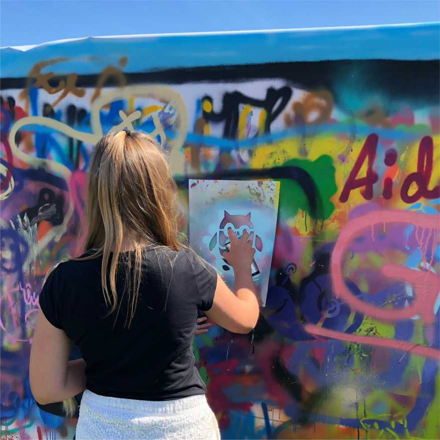 barn lager graffiti med mal