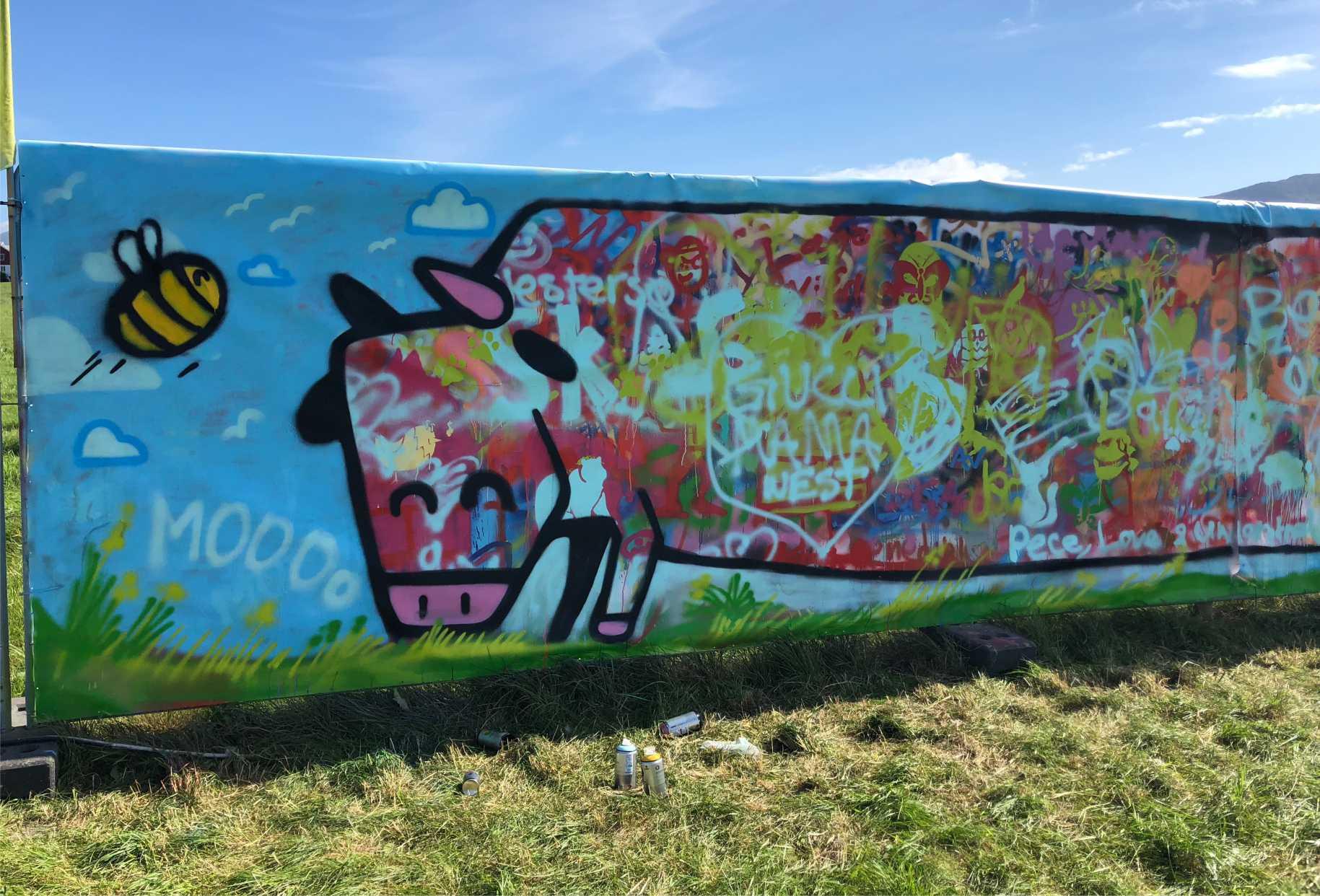 kanskje verdens lengste graffiti ku